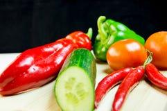 Овощи и chili na górze разделочной доски Стоковая Фотография