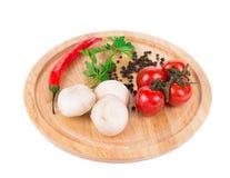 Овощи на деревянной доске Стоковая Фотография
