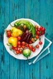 Овощи от органического сельского хозяйства на деревянной деревенской таблице Стоковые Изображения RF