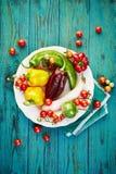 Овощи от органического сельского хозяйства на деревянной деревенской таблице Стоковые Фото