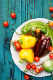 Овощи от органического сельского хозяйства на деревянной деревенской таблице Стоковое Изображение
