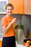 овощи пакета девушки Стоковое Изображение