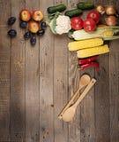 Овощи: луки, перцы, капуста, томаты, мозоль Стоковое Фото