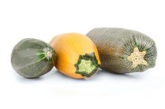 Овощи цукини, желтый и зеленый на белой предпосылке Стоковые Изображения RF