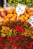 овощи venice стойла цветастой базарной площади рынка Италии бакалей плодоовощей напольные рынок напольный стоковое изображение