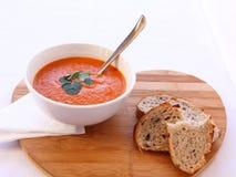 Овощной суп и отрезанный хлеб Стоковые Фотографии RF