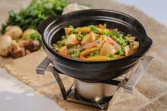 Овощной суп на славной предпосылке стоковые изображения rf