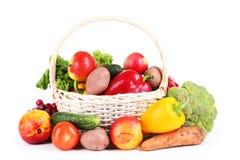 Овощ в корзине изолированной на белизне Стоковое Изображение RF