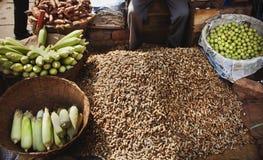 Овощ и арахисы на местном рынке в Индии Стоковая Фотография RF