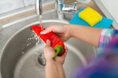 Овощ мытья Стоковые Фотографии RF