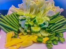 Овощ установил для сервировки которая состояла из огурца, джина шведского стола Стоковая Фотография RF