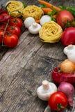 Овощ установленный на деревянную предпосылку Взгляд сверху Конец-вверх Стоковое Изображение RF