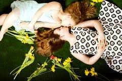 2 довольно милых девушки Стоковые Изображения RF