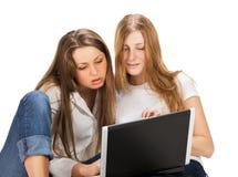 2 довольно молодых девушки студента Стоковые Изображения