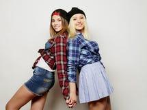2 довольно предназначенных для подростков подруги Стоковые Фото