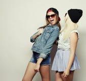 2 довольно предназначенных для подростков подруги Стоковое Изображение