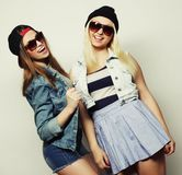 2 довольно предназначенных для подростков подруги Стоковое Изображение RF