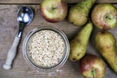Овсяная каша и завтрак плодоовощей Стоковые Фото