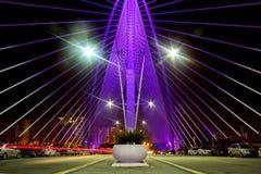 Оглушать взгляд ночи моста Seri Wawasan в Путраджайя стоковое изображение rf