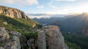 Оглушать взгляд раннего утра каньона реки Blyde также вызвал каньон Motlatse, маршрут панорамы, Мпумалангу, южное Afr стоковая фотография rf
