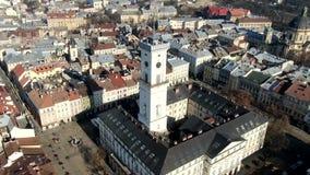 Оглушать гипер промежуток времени города Львова th со своей красивой башней ратуши видеоматериал
