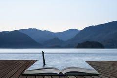 Оглушать изображение ландшафта долгой выдержки воды Derwent в районе озера во время восхода солнца падения осени с мягкий приходи стоковое изображение