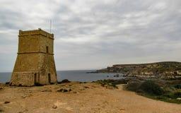 Оглушать ландшафт мальтийской природы Qarraba между заливом Ривьера залива Gnejna и tuffieha Ghajn, животиками Lippija, Mgarr, Ма стоковые фото