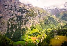 Оглушать Lauterbrunnen взгляд долины сельский, взгляд глаза птицы от фуникулера от Stechelberg к станции Murren, Lauterbrunnen Стоковая Фотография RF