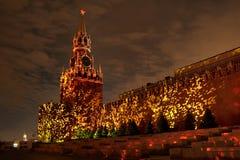 Оглушать Spasskaya башня в вулканическом огне Стоковая Фотография