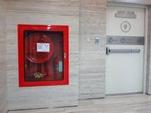 Огнетушитель с различными типами огня Стоковое фото RF