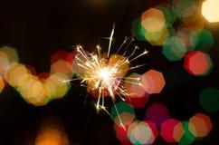 Огонь Бенгалии на предпосылке рождественской елки Стоковое Фото