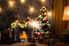 Огонь Бенгалии на предпосылке рождественской елки Стоковое Изображение