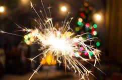 Огонь Бенгалии на предпосылке рождественской елки Стоковые Изображения