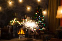 Огонь Бенгалии на предпосылке рождественской елки Стоковые Фотографии RF