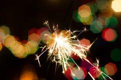 Огонь Бенгалии на предпосылке рождественской елки Стоковое Изображение RF