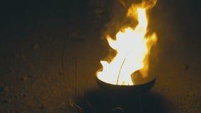 Огонь двигая дальше стеклянный шар видеоматериал