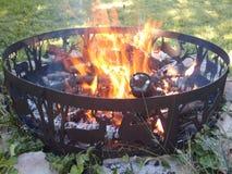 Огонь в декоративном кольце огня Стоковые Фотографии RF
