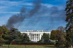 Огонь голубой s дома дыма черноты памятника Белого Дома DC Вашингтона Стоковое Изображение RF