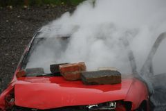 Огонь и взрыв автомобиля Стоковые Изображения