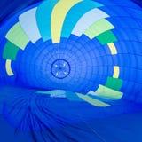 Огонь нагревает воздух внутри горячего воздушного шара на фестивале воздушного шара Стоковые Изображения RF