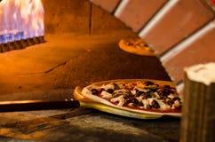 Огонь пиццы деревянный стоковая фотография