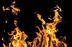 Огонь пламени на черной предпосылке Стоковые Изображения RF