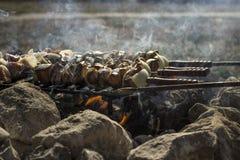 Огонь с барбекю Стоковые Фотографии RF