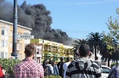 Огонь Buidling квартиры Сан-Франциско в полете Стоковые Изображения