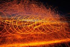 Огонь Poi/закручивая стальная шерсть Стоковые Фотографии RF