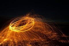 Огонь Poi/закручивая стальная шерсть Стоковая Фотография RF