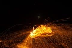 Огонь Poi/закручивая стальная шерсть Стоковое Фото