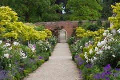 Огороженный сад на доме парка Buscot в Оксфордшире Стоковое фото RF