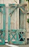 Огорченная голубая деревянная дверь шкафа Стоковое фото RF