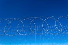 Ограждать провода бритвы обеспеченностью стальной стоковые фото